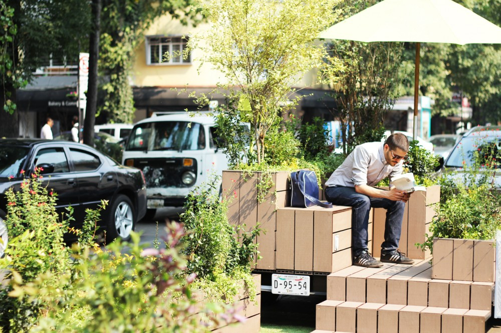 """Parklet"" in Mexico City.  Credit: www.archdaily.mx, Fundacion Espacios, DAS Architecture"